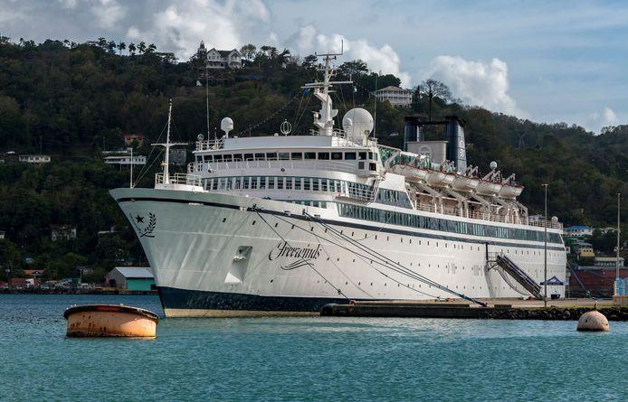 De Freewinds lag tot gisteren in de haven van Saint Lucia.