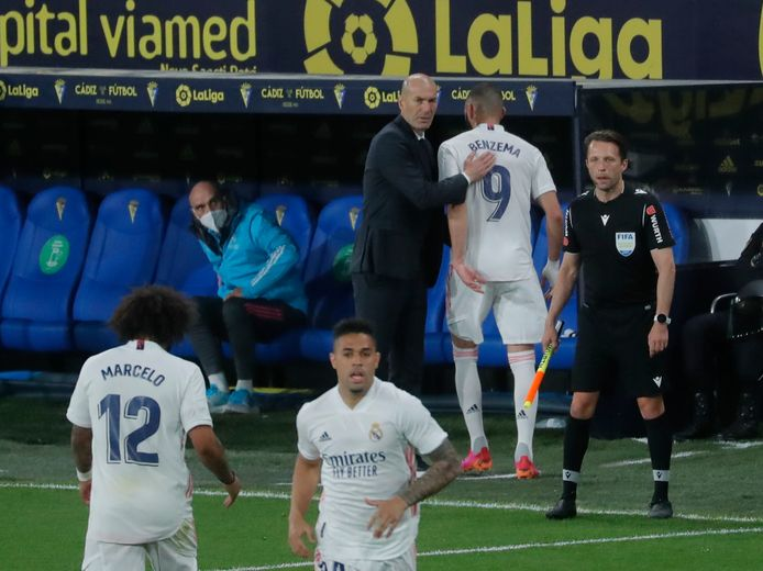 Zidane bedankt Benzema.