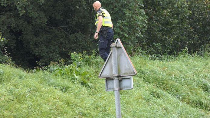 De politie is bezig met de zoektocht naar de twee daders.