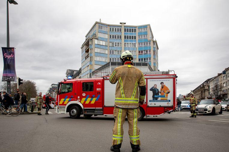 Op de Brusselse Zuidlaan stortte een stuk van een appartementsgebouw in. Beeld BELGA