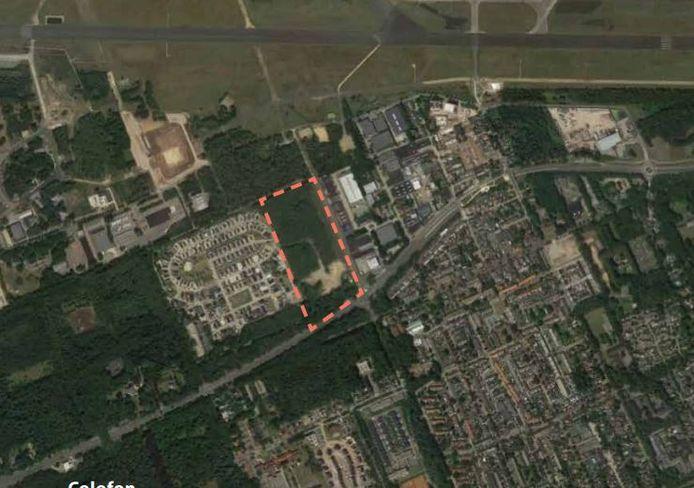 De locatie van de nieuwe wijk, met links Beukbergen en eronder de Amersfoortseweg. Bovenaan loopt de landingsbaan van de voormalige vliegbasis. Rechts ligt het dorp Soesterberg.