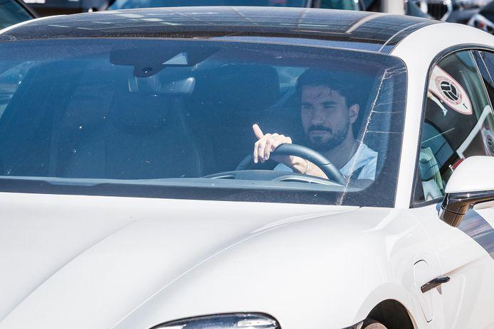 In een witte Porsche verliet Refaelov vandaag de Bosuil.