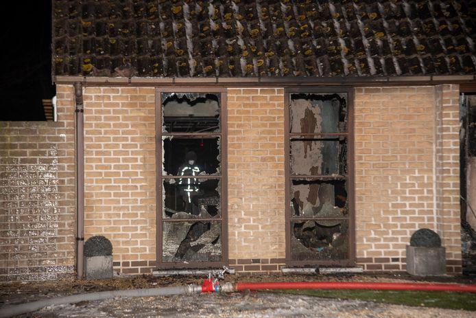 De woning van het Computercentrum is volledig uitgebrand.