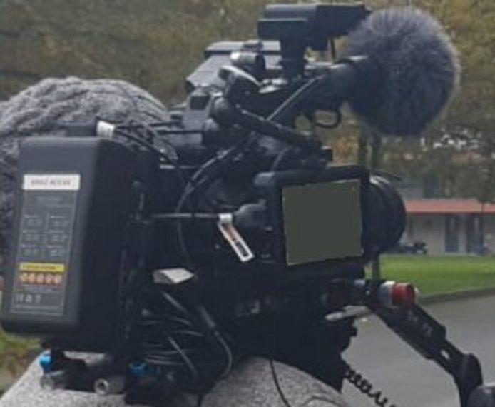 De buit is een professionele camera die is te zien op deze door de politie verspreide foto.