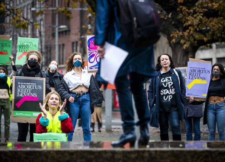 Leden van de feministische actiegroep De Bovengrondse demonstreren voor het recht op abortus. Beeld ANP