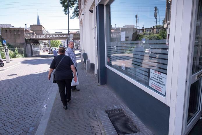 Coffeeshop de Pinguin in Arnhem. De personen op de foto zijn niet betrokken bij de strafzaak.