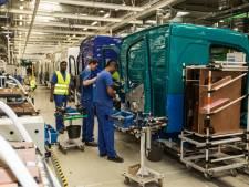 Drama bij Volvo Trucks: werknemer zakt in elkaar en kan niet gered worden, directie laat collega's naar huis gaan