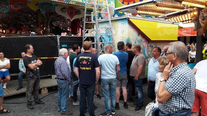 Exploitanten komen bij elkaar bij de attractie.