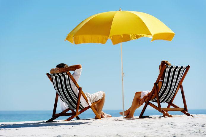 stockadr zomer zomervakantie vakantie strand ontspannen parasol strandstoel relax