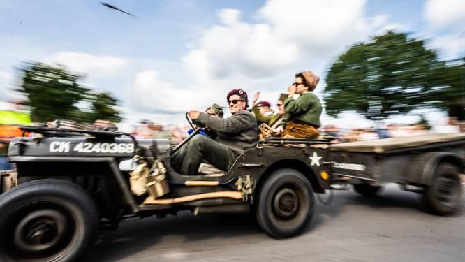 Zwaaien naar de karavaan van de bevrijding: 'Airborne Battle Wheels' trekt massaal publiek bij de 'Race to the Bridge'