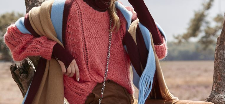 Heerlijk ontspannen doe je door deze oranje trui zelf te breien
