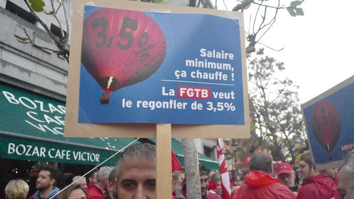 La FGTB a manifesté à la FEB pour une signature rapide de l'accord sur le salaire minimum