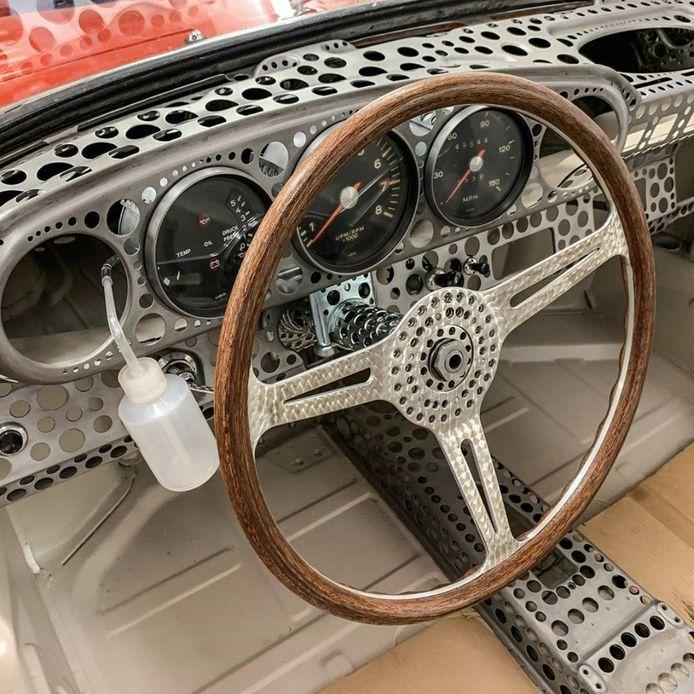 Het interieur van de lichtste Porsche 911 ter wereld.