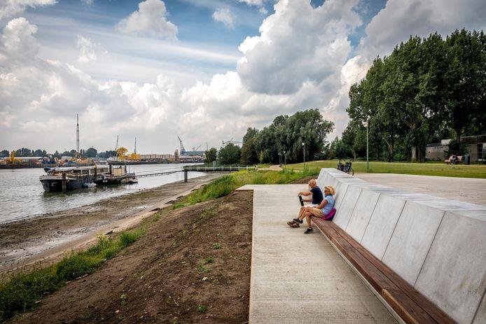 De aanleg van het getijdenpark en de boulevard aan de Wilhelminahaven in Schiedam.
