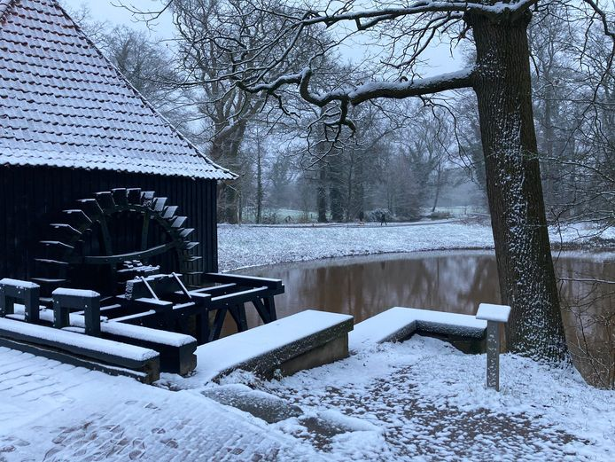 Noordmolen Twickel in de sneeuw.