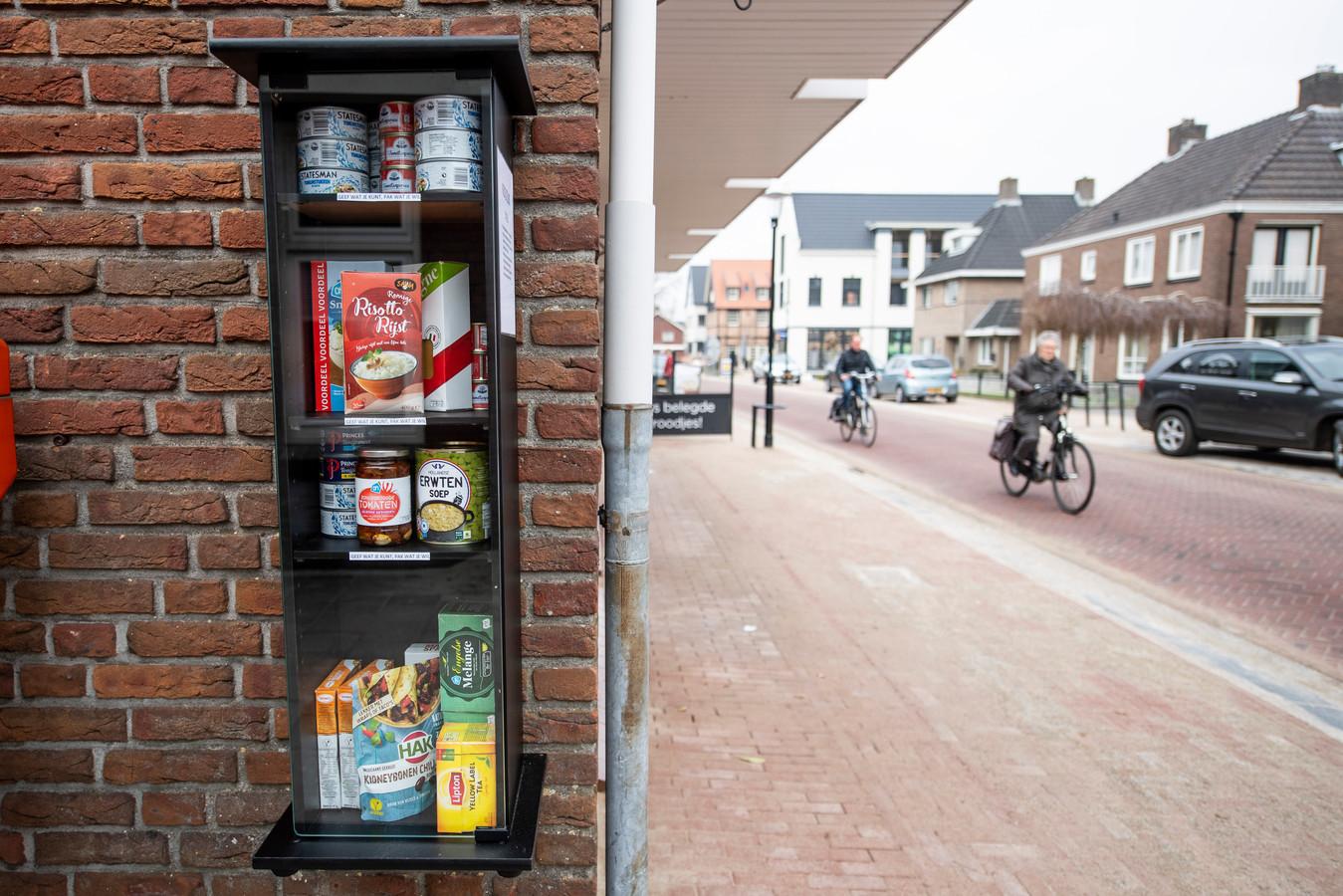Voedseldeelkast in de Dorpsstraat.