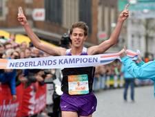 Michel Butter wint NK halve marathon tijdens Stevensloop