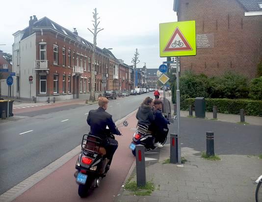 De Brugstraat in Roosendaal staat op de tiende plaats van de ranglijst van Brabants gevaarlijkste wegen. Foto Alfred de Bruin