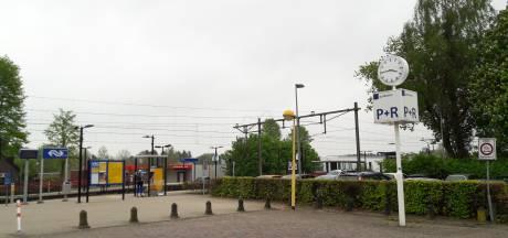 Belager meisje (17) stapt trein uit in Olst en blijft onzichtbaar: Waarom hangen daar geen camera's?