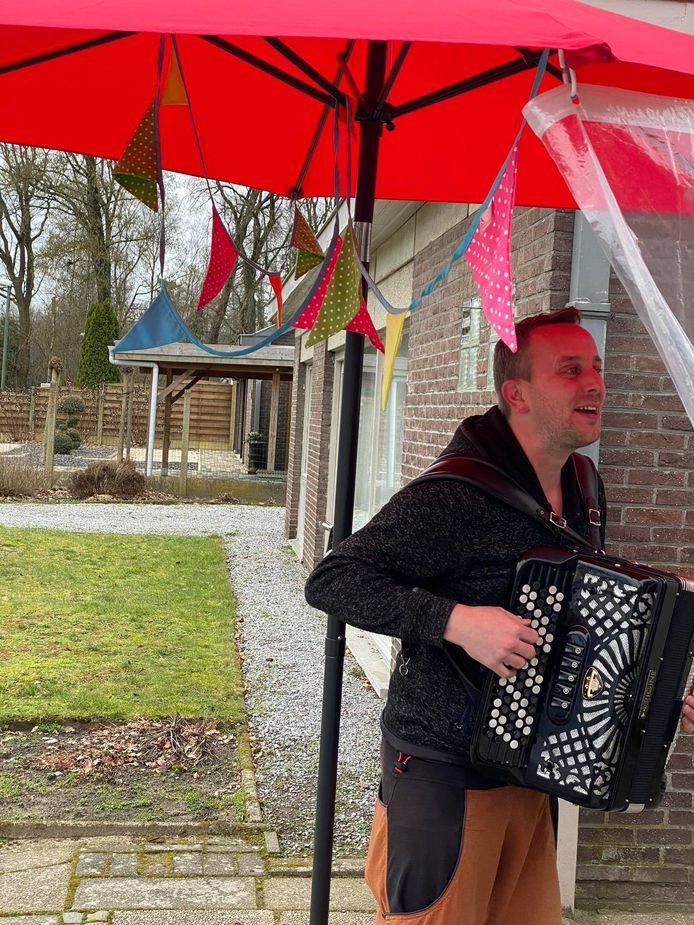 Artiest Wederzijds Genoegen met accordeon.