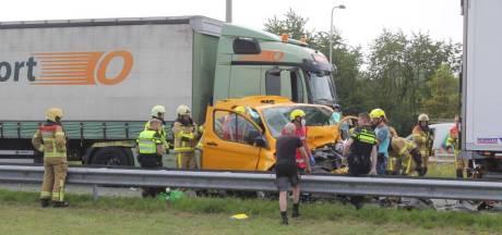 A50 bij Klarenbeek weer vrijgegeven na ernstig ongeval: één gewonde, vrachtwagenchauffeur aangehouden
