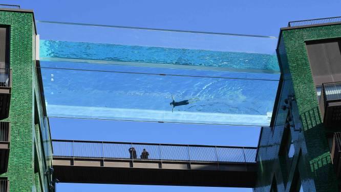 Nieuw in Londen: glazen zwembad tussen twee flatgebouwen