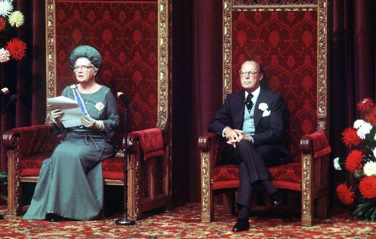 Koningin Juliana en prins Bernhard tijdens de voordracht van de Troonrede in 1977. Beeld Hollandse Hoogte /  ANP