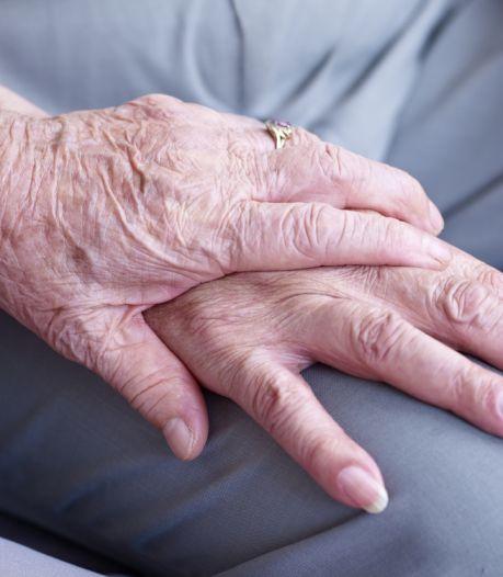 82-jarige vrouw aan de deur opgelicht door 'pakketbezorger': 1000 euro verdwenen
