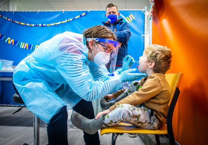 Het RIVM heeft in de afgelopen zeven dagen 455 positieve coronatests geregistreerd in Rivierenland.