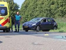 Auto slaat over de kop na botsing met taxi in Lelystad