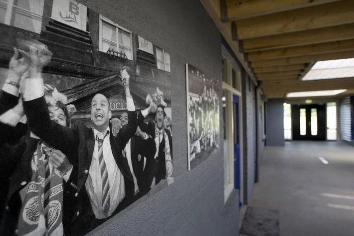 Grote foto's, zoals Fred van der Hoorn die een kampioenschap bejubelt, sieren de wanden in het trainingscentrum van FC Den Bosch. foto's Marc Bolsius