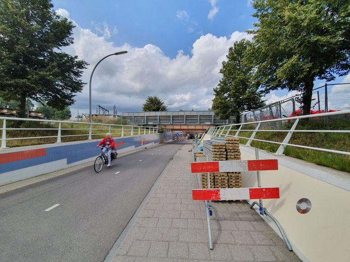 Enige hinder voor fietsers door bij de Koggetunnel in Zwolle.