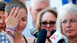 """""""5.800 dollar. Is een slachtoffer je zo weinig waard, Trump?"""" Emma overleefde schietpartij in Florida, nu rekent ze in vlijmscherpe speech af met wapenlobby"""