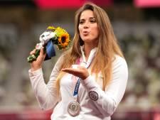 Poolse speerwerpster veilt zilveren medaille om hartoperatie van jongetje te bekostigen