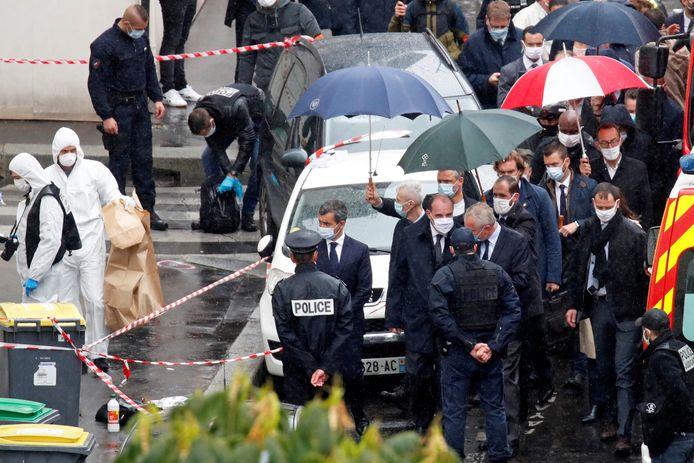 Premier Jean Castex and minister van Binnenlandse Zaken Gerald Darmanin op de plek van de aanval.