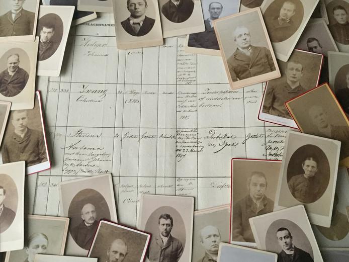 Voorbeeld van een van de vele registers met veroordeelde criminelen en de vele beschikbare portretfoto's.