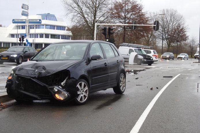 De auto's hebben allebei veel schade.