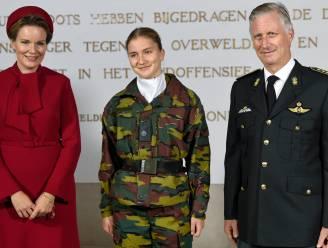 Prinses Elisabeth defileert mee in de parade op 21 juli