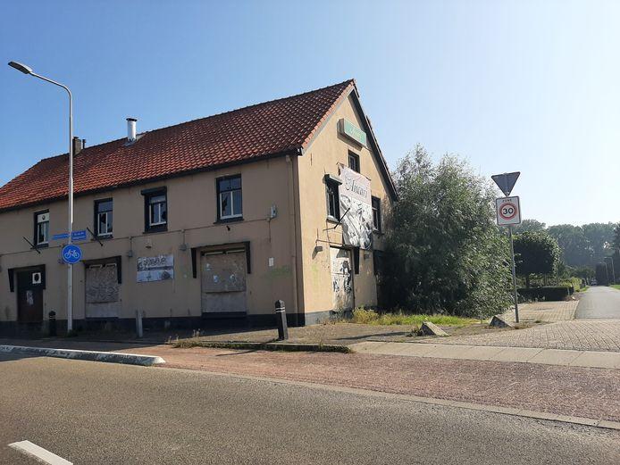 De bouwval van de voormalige Bar Ancari bij de entree van Doornenburg, die hoogstwaarschijnlijk begin volgend jaar gesloopt wordt. Om er daarna zestien wooneenheden terug te bouwen.