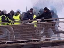 Ouvrir le feu sur les manifestants violents? La gauche s'insurge