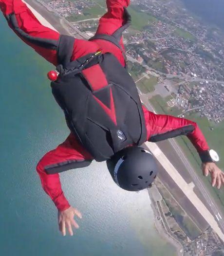 Un moniteur de chute libre sauve un élève incapable d'ouvrir son parachute