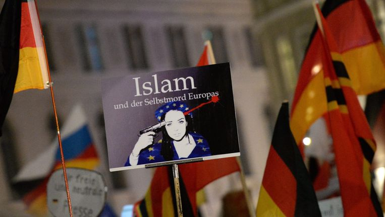 In Duitsland stapte de eerste woordvoerder van de beweging op na een omstreden 'Hitlerfoto'. Beeld EPA