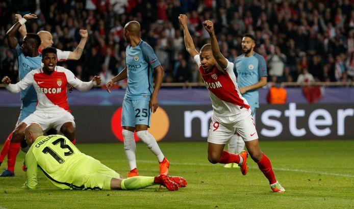 Kylian Mbappé, toen nog bij Monaco, viert een van z'n goals tegen Man City.