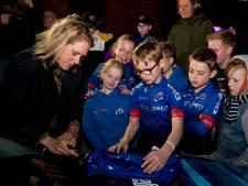 Shirtje ruilen bij huldiging van wereld- en Europees kampioene Ellen van Dijk: 'Van mijn ploeg nog geen regenboogtrui gehad'