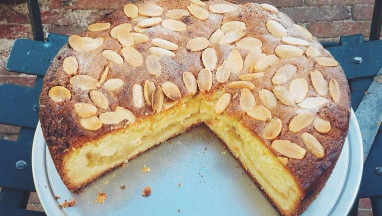 Met bittere amandolie wordt deze appelige cake onweerstaanbaar volgens Yvette Beeld Yvette van Boven