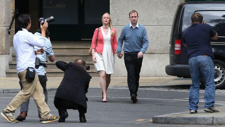 Tom Hayes en zijn vrouw komen maandag aan bij de rechtbank in Londen. Beeld getty