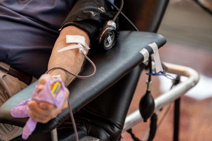 """La Croix-Rouge de Belgique fait un appel à la population pour qu'elle vienne donner son sang """"sans tarder"""", alors que les stocks actuels sont dans un """"état critique""""."""