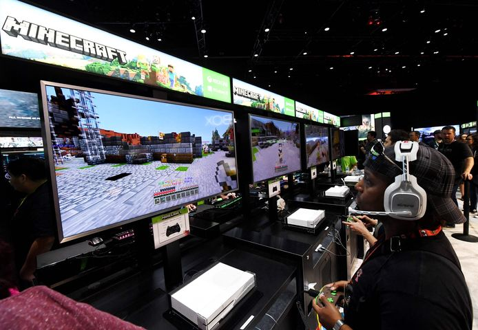 Populaire videogame-streamer Tfue en zijn team zijn tijdens een Minecrafttoernooi gestraft vanwege een onjuiste helderheidsinstelling. Tfue en zijn team liepen daardoor 12.000 dollar mis.