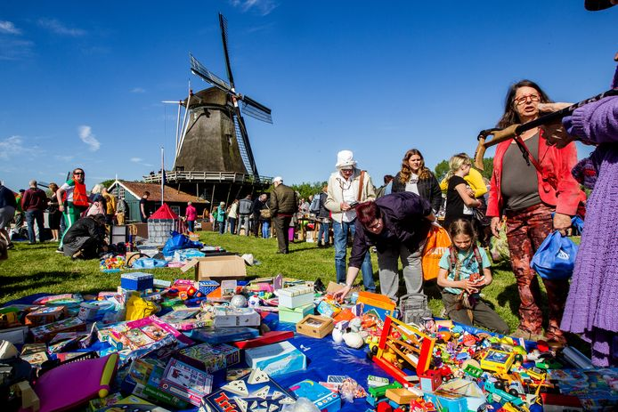 Mooi tradities, zoals de rommelmarkt in de Deventer wijk De Worp, verdwijnen niet zomaar.