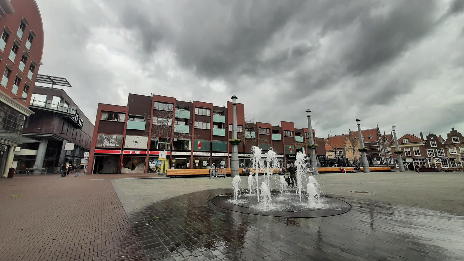 Het blok van woningen en winkels op het Statenplein in Dordrecht.